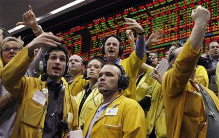 Traders and clerks in the Eurodollar options pit of the Chicago Mercantile Exchange in Chicago, Illinois signal orders shortly after the Federal Open Market Committee lowered short-term interest rates March 18, 2008. REUTERS/Frank Polich