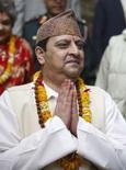 <p>Gyanendra, le roi du Népal qui vient d'être déposé, recherche un nouveau logement et consulte des astrologues afin de savoir quel est le meilleur moment pour quitter le palais royal. /Photo d'archives/REUTERS/Gopal Chitrakar</p>