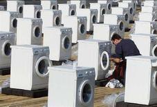 <p>Gb, presto in vendita lavatrici che non usano acqua. REUTERS PICTURE</p>
