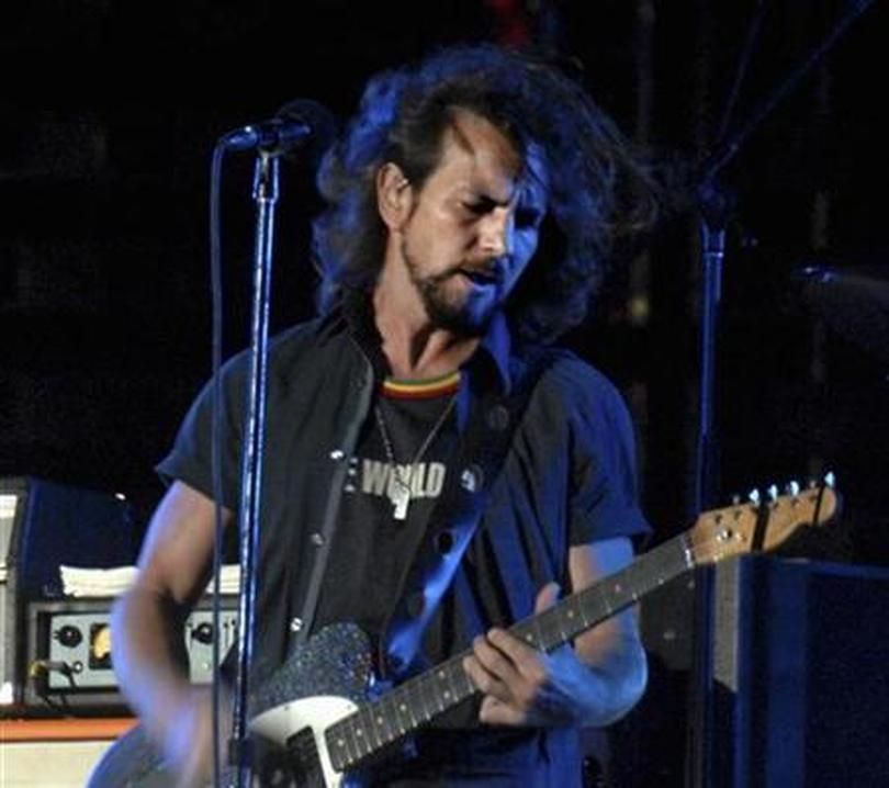 Pearl Jam and Verizon go mobile for live bootlegs | Reuters com