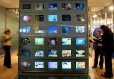 <p>Jean-François Copé, qui préside la commission chargée de proposer des pistes sur le financement de France Télévisions après l'arrêt de la publicité, a souhaité qu'une loi en la matière soit votée avant fin 2008. /Photo d'archives/REUTERS/Eric Gaillard</p>