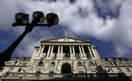 6月18日、イングランド銀行(写真)が公表した6月4―5日の金融政策委員会議事録によると、同委員会は賛成8、反対1で政策金利の据え置きを決定。3月撮影(2008年 ロイター/Luke MacGregor)