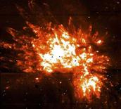 """<p>Фотография туманности Ориона, находящейся на растоянии 1.500 световых лет от Земли, сделанная японским телескопом """"Subaru"""" 29 января 1999 года. Ведущие японские обсерватории объединяют усилия для проведения беспрецедентного исследования с целью выяснить, есть ли жизнь на других планетах. (REUTERS/HO Old)</p>"""