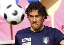 <p>Il centravanti della nazionale italiana Luca Toni. REUTERS/Tony Gentile (AUSTRIA) MOBILE OUT. EDITORIAL USE ONLY</p>