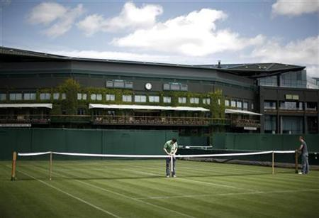 Nets are prepared for play on the outside courts at the Wimbledon tennis championships in London June 22, 2008. REUTERS/Kevin Lamarque