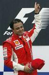 """<p>Фелипе Масса отмечает победу в Гран-при Франции, 22 июня 2008 года. Бразильский пилот """"Феррари"""" Фелипе Масса в воскресенье впервые стал победителем Гран-при Франции. (REUTERS/Regis Duvignau)</p>"""
