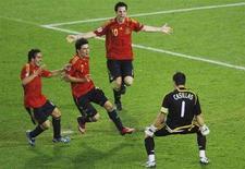 <p>L'esultanza dei calciatori spagnoli ieri sera a Vienna dopo la sconfitta dell'Italia ai calci di rigore. REUTERS/Christian Charisius</p>