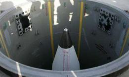 <p>Шахта для ракет дальнего радиуса действия на базе ВВС Ванденберг в Калифорнии 17 июля 2007 года. США надеются в скором времени договориться с Польшей о размещении на ее территории 10 ракет-перехватчиков в качестве элементов системы противоракетной обороны, сообщил представитель госдепартамента США Том Кейси. (REUTERS/Kacper Pempel)</p>