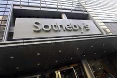<p>Логотип компании Sotheby's в Нью-Йорке 28 ноября 2007 года. Продажа работ современных художников на торгах в Лондоне во вторник принесла аукционному дому Sotheby's рекордную выручку, еще раз продемонстрировав, что во времена экономического кризиса искусство превращается в выгодный способ вложения капитала. (REUTERS/Jacob Silberberg) )</p>