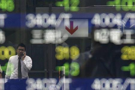 7月8日、楽天証券経済研究所チーフストラテジストの大島氏は、日本株の優位性は最初からないと述べた。写真の株価ボードは都内で撮影(2008年 ロイター/Toru Hanai)