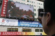 <p>Maxi schermo tv in una strada di Pechino, in un'immagine d'archivio. REUTERS/Claro Cortes IV (Cina)</p>