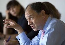 <p>Paul Hermelin, directeur général de Capgemini. Le premier groupe de services informatiques européen a relevé son objectif de croissance du chiffre d'affaires annuel après l'annonce d'une hausse de 23,4% de sa marge opérationnelle, légèrement supérieure aux attentes. /Photo prise le 20 mai 2008/REUTERS/Mal Langsdon</p>