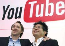 <p>Chad Hurley (sinistra) e Steve Chen, co-fondatori di YouTube in una foto d'archivio. REUTERS/Philippe Wojazer (FRANCE)</p>