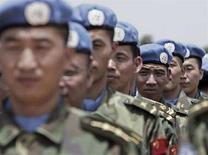 <p>Китайские инженеры, являющиеся членами контингента ООН, в Дарфуре 17 июля 2008 года. Совет безопасности ООН готовится принять резолюцию об увеличении контингента миротворцев в опустошенном войной районе Судана - Дарфуре в надежде положить конец пятилетней гуманитарной катастрофе. (REUTERS/Albany Associates/Stuart Price/Handout)</p>