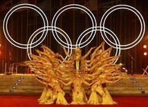 <p>Ballerini provano delle figure prima dell'avvio dei Giochi Olimpici di Pechino. REUTERS/Marcos Brindicci (CHINA)</p>