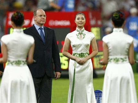 Prince Albert of Monaco attends the medal ceremony for the women's 3000m steeplechase of the athletics competition during the Beijing 2008 Olympic Games at the National Stadium August 17, 2008. REUTERS/Jerry Lampen