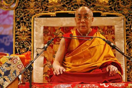 8月21日、ダライ・ラマ14世が中国軍が今月18日にチベット東部のデモ参加者たちに向けて発砲したとして中国を非難。16日撮影(2008年 ロイター/Stephane Mahe)