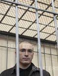 <p>Экс-глава нефтяной компании ЮКОС Михаил Ходорковский в суде города Читы, 21 августа 2008 года. Ингодинский районный суд Читы отложил на пятницу слушания об условно-досрочном освобождении экс-главы ЮКОСа Михаила Ходорковского. REUTERS/Tatyana Makeyeva (RUSSIA)</p>