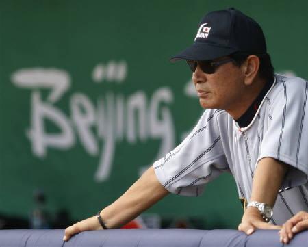 8月23日、星野仙一監督率いる野球日本代表は3位決定戦で米国に逆転負け、メダルを逃す。写真は試合中の星野監督(2008年 ロイター/Danny Moloshok)