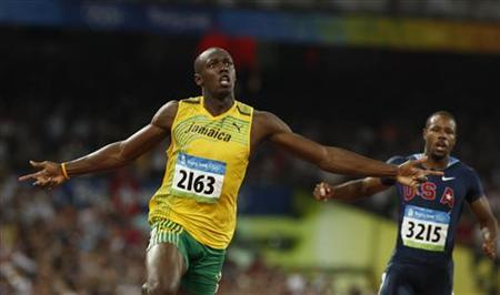 f7c582af212 Usain Bolt (L) of Jamaica celebrates winning the men s 100m final of the  athletics competition in the National Stadium at the Beijing 2008 Olympic  Games ...