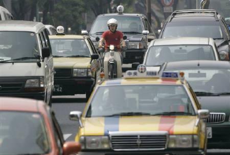 8月26日、自動車会社のCO2削減はEU目標に届かず、日本の一部メーカーは努力必要。昨年5月都内で撮影(2008年 ロイター/Yuriko Nakao)