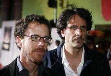 <p>I fratelli Ethan (sinistra) e Joel Coen. REUTERS/Max Morse</p>