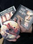 """<p>Immagine d'archivio di dvd """"piratati"""". REUTERS/Alexander Natruskin/files</p>"""