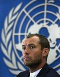<p>Британский актер Джуд Лоу на пресс-конференции в Кабуле 1 сентября 2008 года. REUTERS/Omar Sobhani</p>