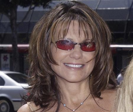 Lynne Spears, mother of singer Britney Spears, is shown in Hollywood July 28, 2002. REUTERS/Jim Ruymen