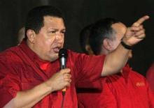 <p>Президент Венесуэлы Уго Чавес проклинает США на демонстрации своих сторонников, Каракас, 11 сентября 2008 года. Президент Венесуэлы Уго Чавес в четверг выслал из страны посла США, серьезно обострив и без того напряженные отношения между Каракасом и Вашингтоном. REUTERS/Edwin Montilva</p>