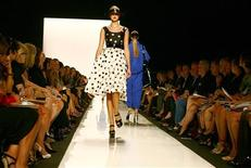 <p>A model presents a creation from the Michael Kors Spring 2009 collection at New York Fashion Week September 10, 2008. REUTERS/Keith Bedford</p>