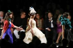 <p>Models present creations by designer Kenley Collins (L) during the taping of the season finale of Project Runway during New York Fashion Week September 12, 2008. REUTERS/Brendan McDermid</p>