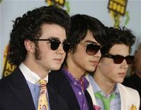 <p>Members of the pop music group Jonas Brothers pose at Nickelodeon's Kids' Choice Awards in Los Angeles, March 29, 2008. REUTERS/Fred Prouser</p>