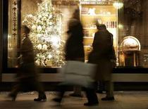 <p>Christmas shoppers in a file photo. Nearly six times as many U.S. shoppers say they will cut back on gift-buying this holiday season than those who plan to spend more, according to a Reuters/Zogby poll released on Wednesday. REUTERS/Fabrizio Bensch</p>