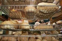 <p>Immagine d'archivio di una panetteria. REUTERS/Will Burgess</p>