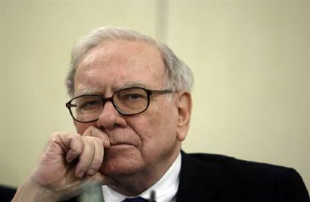 9月24日、著名投資家ウォーレン・バフェット氏は、米AIGの一部事業買収を検討する考えを明らかに。5月撮影(2008年 ロイター/Andrea Comas)