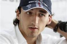 <p>Piloto polonês da BMW-Sauber Robert Kubica concede entrevista coletiva em Cingapura, nesta quinta-feira. REUTERS/Tim Chong</p>