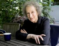<p>Canadian author Margaret Atwood, who has been awarded the Spanish Prince of Asturias Literature Prize, poses for a photograph in the garden of her Toronto home June 25, 2008. REUTERS/Fred Thornhill</p>