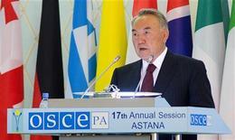 <p>Президент Казахстана Нурсултан Назарбаев выступает на парламентской ассамблее ОБСЕ в Астане, 29 июня 2008 года Казахстан, который в 2010 году станет очередным председателем Организации по безопасности и сотрудничеству в Европе, не сумел добиться существенного прогресса в движении к демократии, что грозит подорвать репутацию ОБСЕ, заявила американская правозащитная группа Freedom House. REUTERS/Vladimir Mironchik (KAZAKHSTAN)</p>