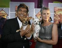 """<p>Cast member Jamie Lee Curtis (R), holding Chihuahuas Angel, and comedian George Lopez holding Rusco, pose at the world premiere of """"Beverly Hills Chihuahua"""" at El Capitan theatre in Hollywood, California September 18, 2008. The movie opens in the U.S. on October 3. REUTERS/Mario Anzuoni</p>"""
