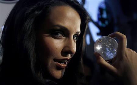 Actress Neha Dhupia shows a diamond ball designed by the Gitanjali group at a fashion show in New Delhi July 5, 2007. REUTERS/Adnan Abidi