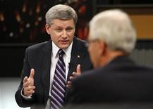 <p>Prime Minister Stephen Harper (L) talks with Liberal Party Leader Stephane Dion during the English leaders' debate in Ottawa, October 2, 2008. REUTERS/Tom Hanson/Pool</p>