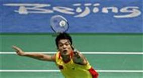 <p>Lin Dan of China plays a shot during the men's badminton singles final match against Lee Chong Wei of Malaysia during the Beijing 2008 Olympic Games August 17, 2008. REUTERS/Alvin Chan</p>