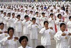 <p>Participants perform Tai Chi, a traditional form of Chinese martial arts, during an activity to celebrate the one-year countdown to the 2008 Beijing Olympic Games, in Beijing August 8, 2007. REUTERS/China Daily</p>