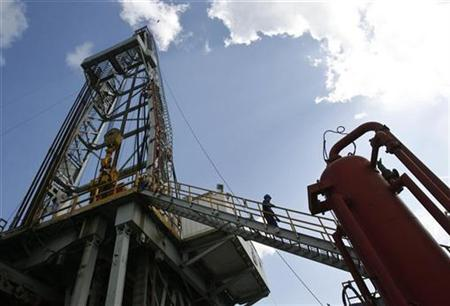 A worker walks at an oil rig in Havana in this October 16, 2008 file photo. REUTERS/Enrique De La Osa