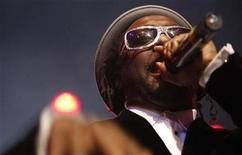 <p>will.i.am from The Black Eyed Peas performs at the 4th annual Peapod Foundation benefit concert at the Avalon in Hollywood, California February 7, 2008. REUTERS/Mario Anzuoni</p>