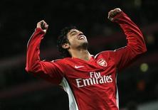 """<p>Игрок """"Арсенала"""" Карлос Вела радуется голу, забитому им в ворота """"Уигана"""" в рамках Кубка английской Лиги в Лондоне 11 ноября 2008 года. REUTERS/Luke MacGregor</p>"""