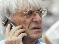 <p>Formula One supremo Bernie Ecclestone talks on the phone as he walks through the pits at the Marina Bay Singapore F1 Grand Prix circuit September 25, 2008. Canadian officials blamed the 'unreasonable demands' of Ecclestone on Sunday for the failure of attempts to save the country's grand prix. REUTERS/Tim Wimborne</p>