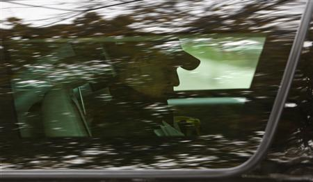 President-elect Barack Obama arrives at a gym in Chicago, November 16, 2008. REUTERS/John Gress