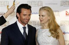 """<p>Los actores Hugh Jackman y Nicole Kidman posan para una fotografía durante el estreno mundial de la cinta """"Australia"""" en Sídney, 18 nov 2008. Las alfombras rojas se extendieron el martes por Sídney y otras ciudades australianas para el estreno mundial de la cinta épica """"Australia"""", que apunta a mostrar el duro continente, su historia y sus aborígenes al mundo. REUTERS/Tim Wimborne (AUSTRALIA)</p>"""
